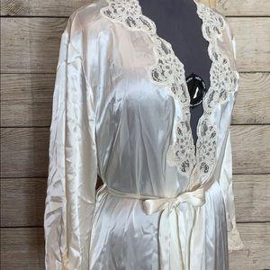 Jones New York Intimates & Sleepwear - Jones New York long satiny sexy ivory robe L/XL